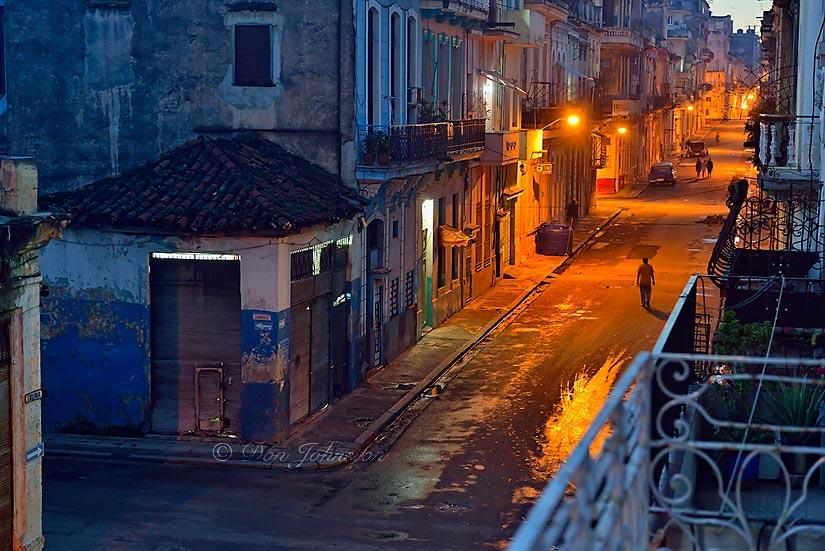 Street photogrphy in central Havana- Calle Escobar with dawn streetlights