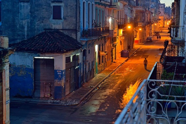 Street photogrphy in central Havana- Calle Escobar with dawn streetlights